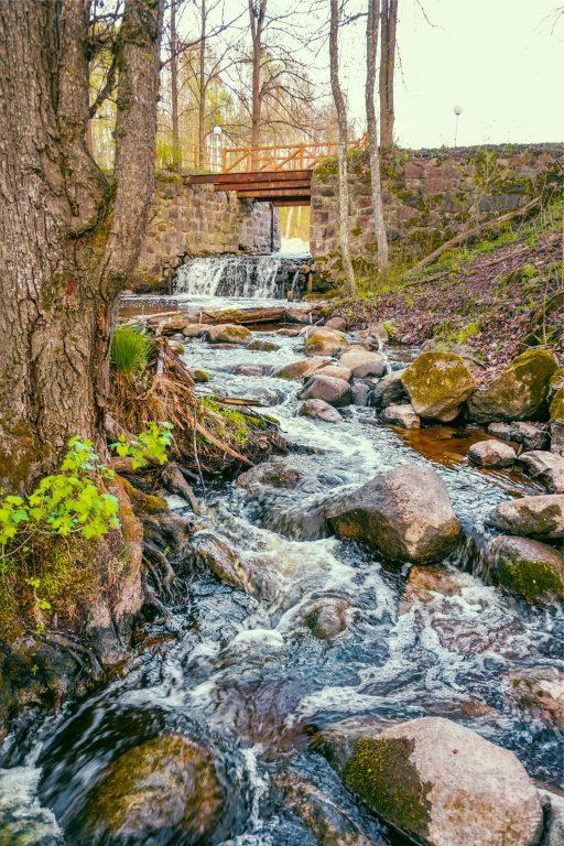 Muižas parks, Pārgājiens pa dabas taku, pārgājiens pa upes gultniPastaigu taka Lielbornes muižā, aktivitātes, atpūta dabā Latgālē, atpūta ar bērniem Latgalē, dabas parks ''Daugavas loki''
