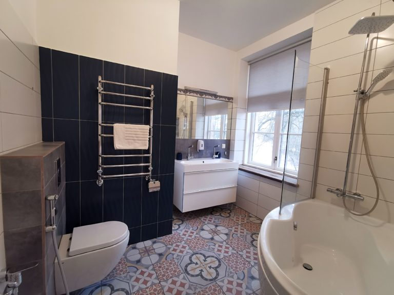 bathroom, lielborne manor, apartments